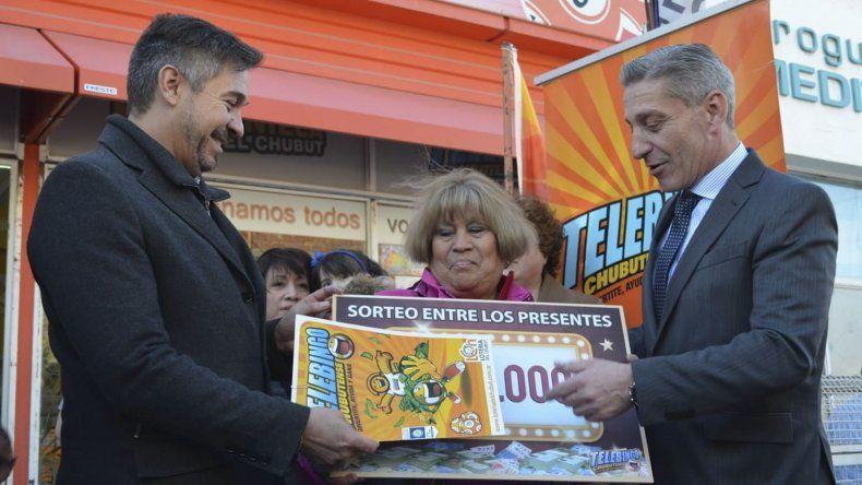Cinco apostadores de Comodoro recibieron sus premios del Telebingo