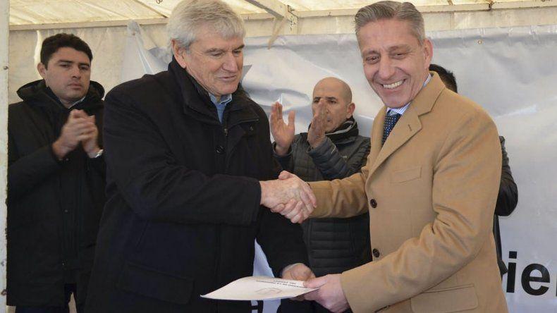 El gobernador durante la firma del acuerdo con Capex.