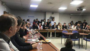 El intendente Linares durante uno de los encuentros que se desarrolló ayer en Buenos Aires.