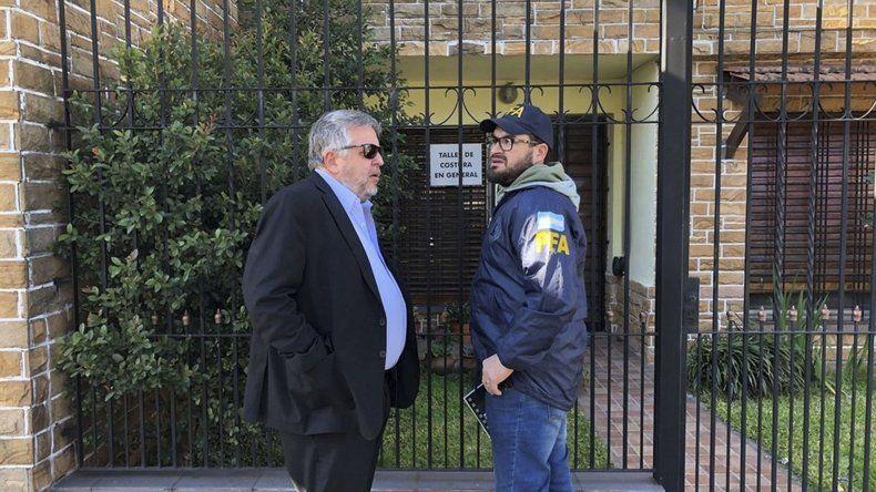 El fiscal Carlos Stornelli encabezó ayer un allanamiento en la casa de Oscar Centeno en busca de los cuadernos.