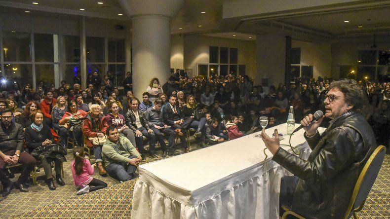 Pigna: el gobierno de Macri intenta destruir la cultura y la educación