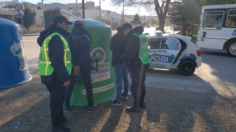 Adolescentes intentaron entrar en tres casas y fueron detenidos