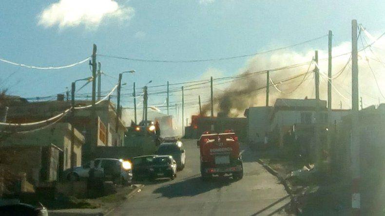 Bomberos sin descanso hoy hubo tres viviendas incendiadas