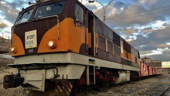 Diez vagones de la formación impulsada por una de la locomotoras N° 005 de YCRT descarrilaron en la zona del Puente Blanco.