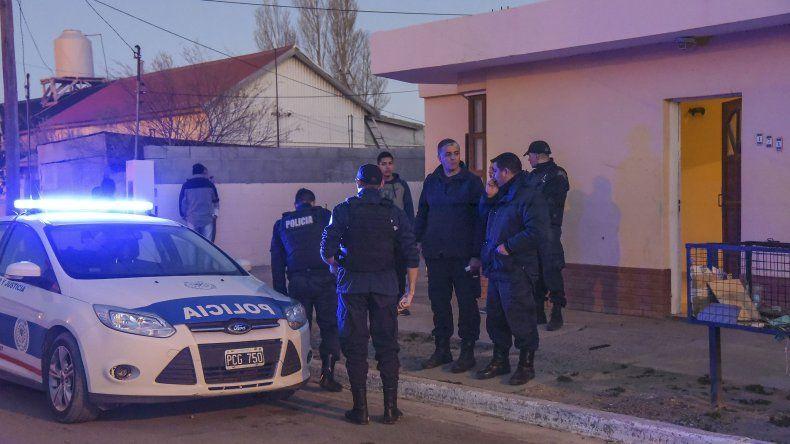 La intervención de la policía luego del tiroteo que se registró el miércoles por la tarde en el barrio 25 de Mayo.