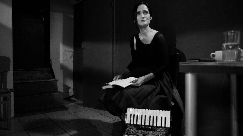 Julieta Venegas presenta su show Entre canciones y lecturas