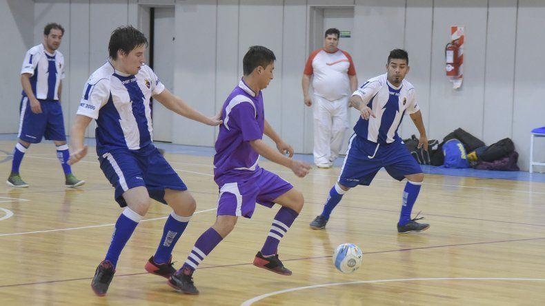 El torneo Apertura de fútbol de salón continuará esta tarde en el gimnasio del Club Huergo con toda su definición.