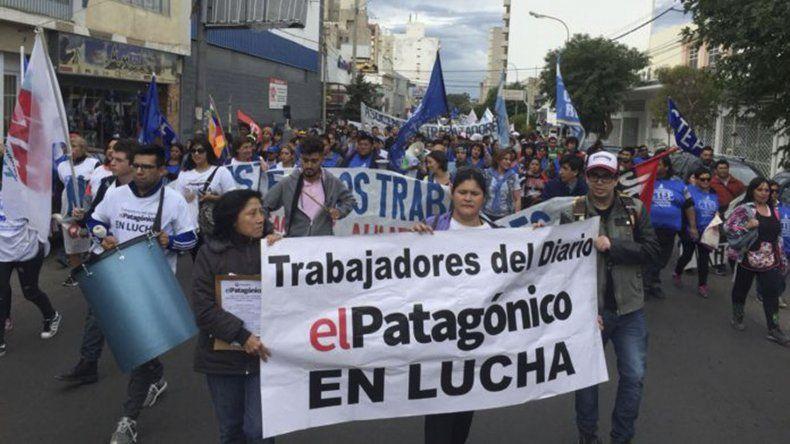 Los trabajadores de El Patagónico siguen  lejos de una solución