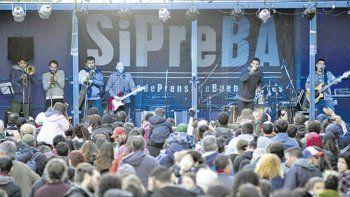 El rock sonó fuerte contra los despidos en Télam