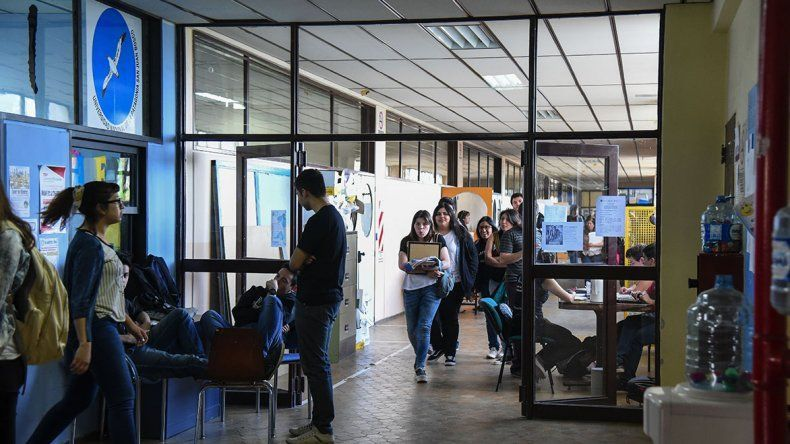 Docentes universitarios inician un paro de 5 días