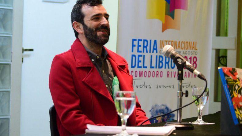 Hugo Salas exhibió dos novelas, una invitación a la imaginación