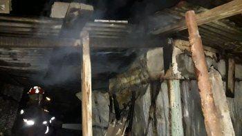 el fuego consumio una vivienda en el barrio san martin