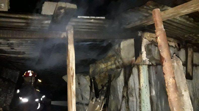 El fuego consumió una vivienda en el barrio San Martín