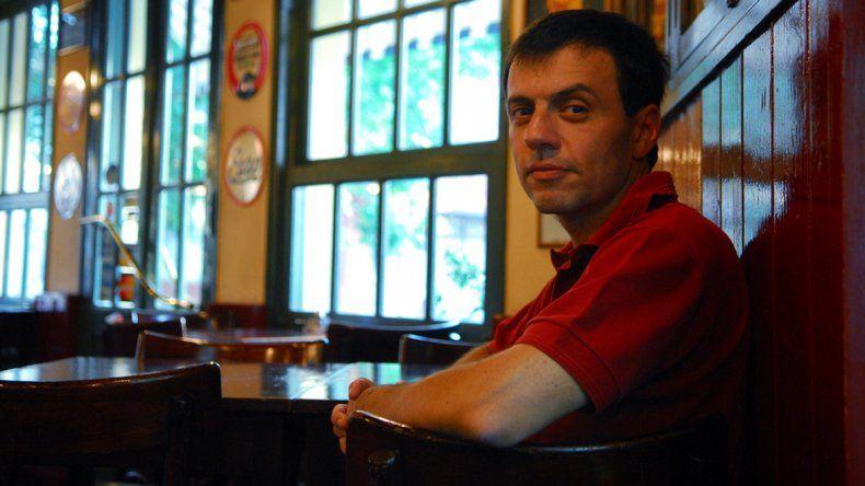 Osvaldo Aguirre por dos. Primero hablará de Rodolfo Walsh y luego de poesía junto a otros dos poetas.