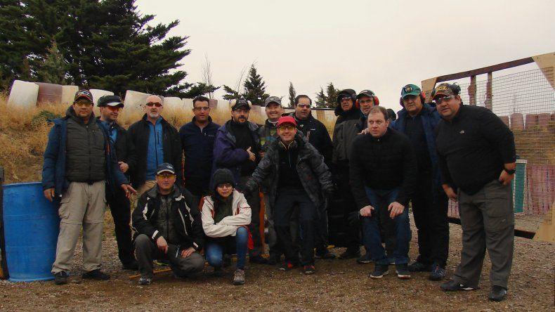 El grupo de competidores de Tiro Práctico que participó el último domingo de la sexta fecha del ránking.