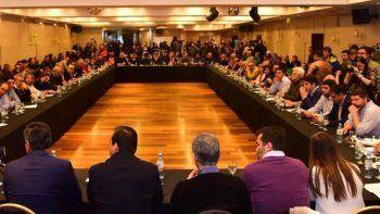 un centenar de legisladores patagonicos participaron de la cumbre antiajuste