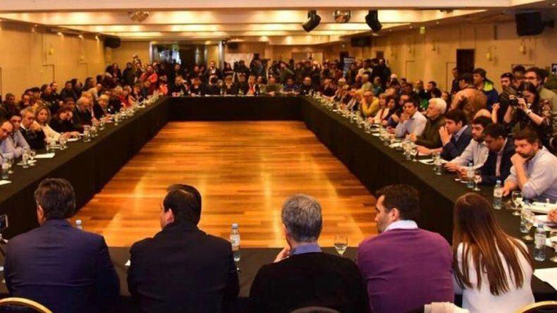 Un centenar de legisladores patagónicos participaron de la cumbre antiajuste