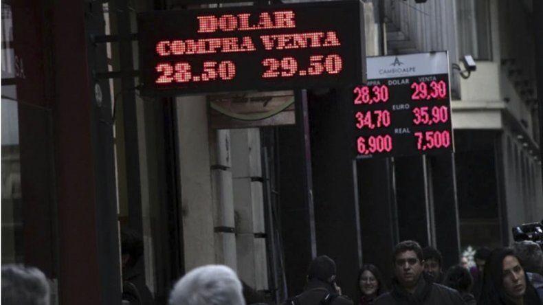 El dólar subió 6
