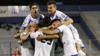 Vélez debutó con un sólido triunfo ante Newells