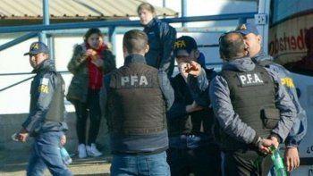 con apoyo de personal de chubut realizaron allanamientos por narcotrafico