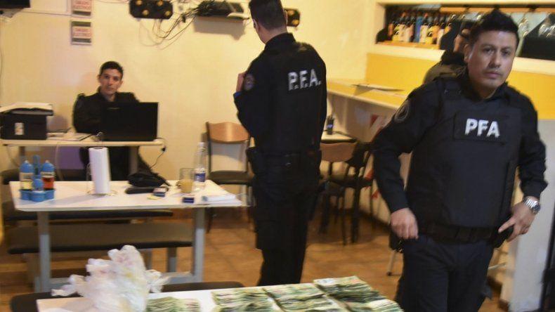 En la pizzería y rotisería se incautó la mayor cantidad de billetes de 500 y 1.000