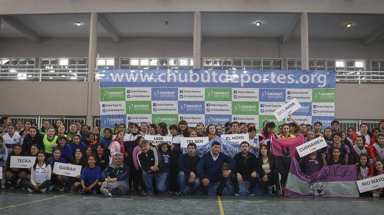 Doce son los equipos que animan el torneo Provincial de fútbol de salón femenino que se disputa en la capital provincial.