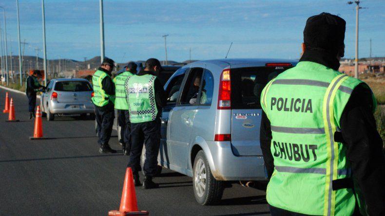 Detuvieron a seis jóvenes que se movilizaban en una camioneta robada