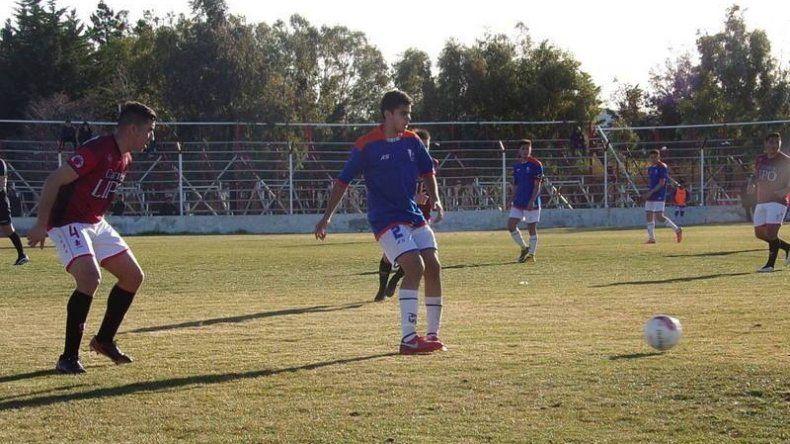 La foto del partido Huracán vs CAI es gentileza de www.futbolcomodorense.com.ar