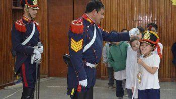 granaderos visitaran nuevamente las escuelas de la ciudad