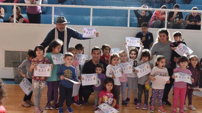 El primer encuentro de Educación Física infantil se realizó en el gimnasio municipal 1.