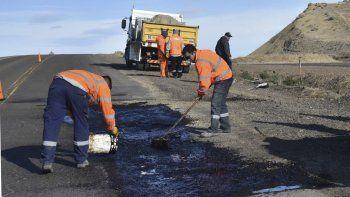 Operarios de Vialidad Nacional iniciaron ayer el operativo de reparación provisoria del deteriorado tramo de la Ruta 3.