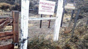 Por órdenes del terrateniente italiano se colocó cadena y candado a la tranquera de la estancia Cancha Rayada que es el único paso que tienen otros ganaderos para llegar a sus campos y al Lago San Martín.
