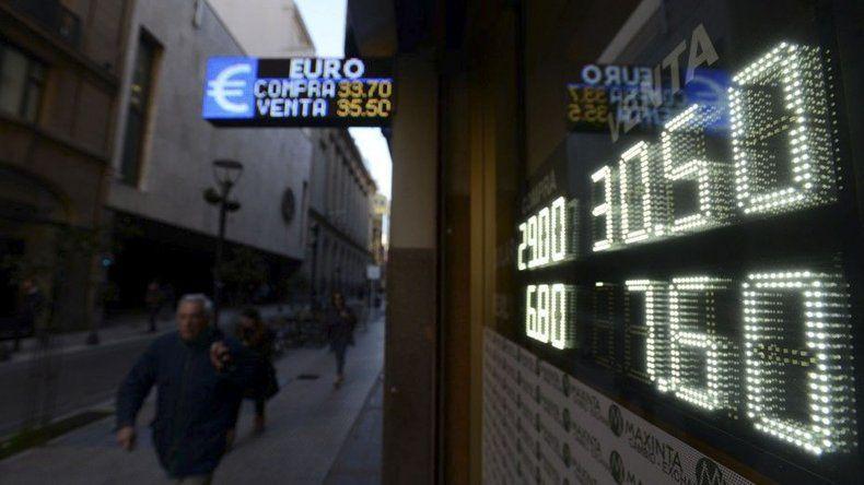 El dólar no bajará de los 30 pesos. Se augura más recesión para evitar que trepe la inflación.