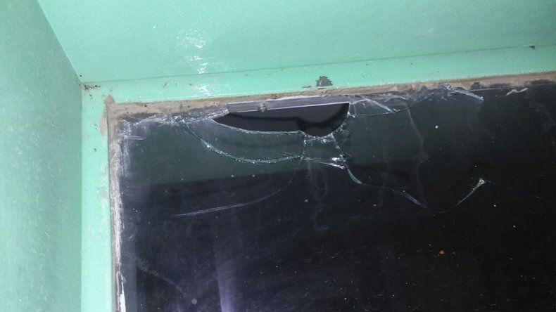 Las balas ingresaron a la vivienda donde había menores. La Policía investiga para identificar a los autores.