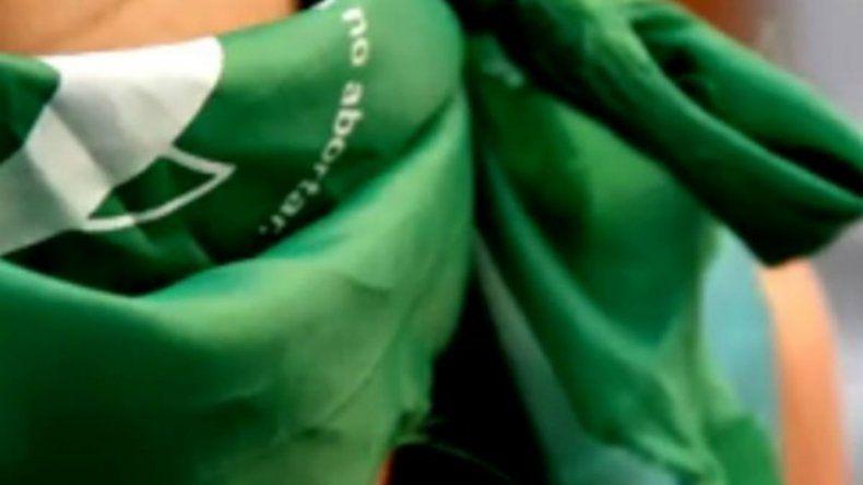 Allanaron casas de militantes feministas por apología al aborto