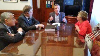 Arcioni y los senadores analizaron estrategias para discutir con Nación lo que ya les quitó y lo que pretende seguir recortándoles.