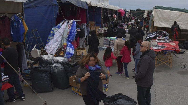 La instalación de la Feria sin fronteras en Caleta Olivia generó un fuerte cuestionamiento de la Cámara de Comercio que la considera una saladita como las que ya están asentadas de manera permanente.