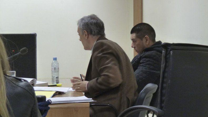 Juvenal Velázquez junto a su abogado defensor Guillermo Iglesias.
