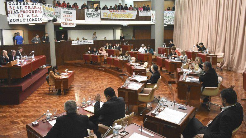 En la sesión de ayer se aprobaron leyes vinculadas con el funcionamiento de la Justicia y la salud pública.