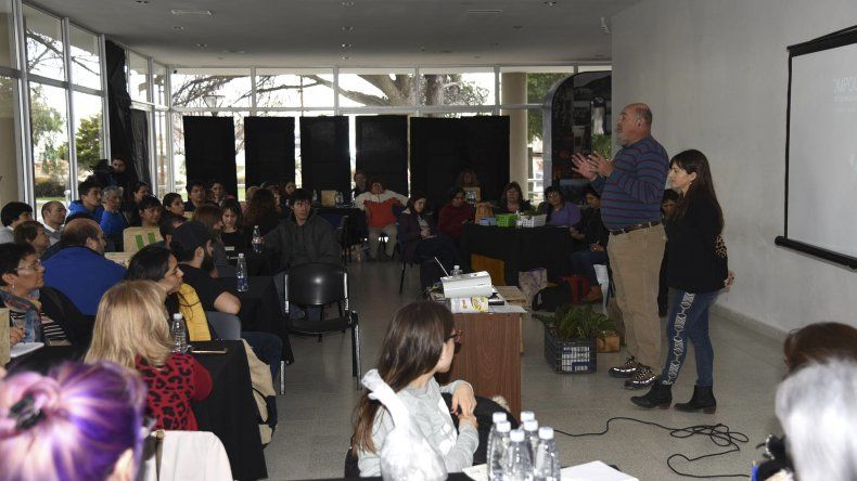 El taller de compostaje que se realizó el miércoles en el Centro de Información Pública.