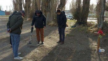 Los investigadores durante los rastrillajes en la zona donde fue hallado el cadáver de Banza.