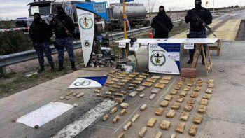 la policia detuvo a 6 personas y secuestro 42 kilos de drogas