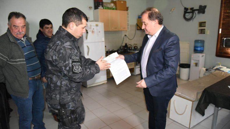 Linares entregó un aporte por más de 250.000 pesos a la División Canes