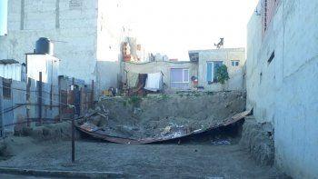 Cuatro metros separan a las viviendas y ante una lluvia se corren riesgos de derrumbe.