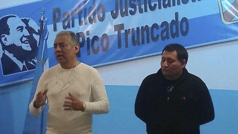 Jorge Soloaga expuso en Pico Truncado sobre el recurso de amparo colectivo contra las tarifas de gas. Lo hizo en una reunión de vecinos convocada por la dirigencia del PJ de esa localidad.