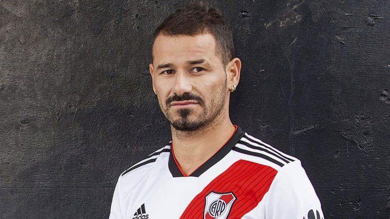 Rodrigo Mora podría ocupar el lugar del lesionado Ignacio Scocco en la delantera de River.