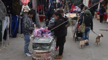 La Feria sin fronteras que se instaló en Caleta Olivia sigue generando polémica. Ahora se sumó la crítica de la Federación Económica de Santa Cruz.