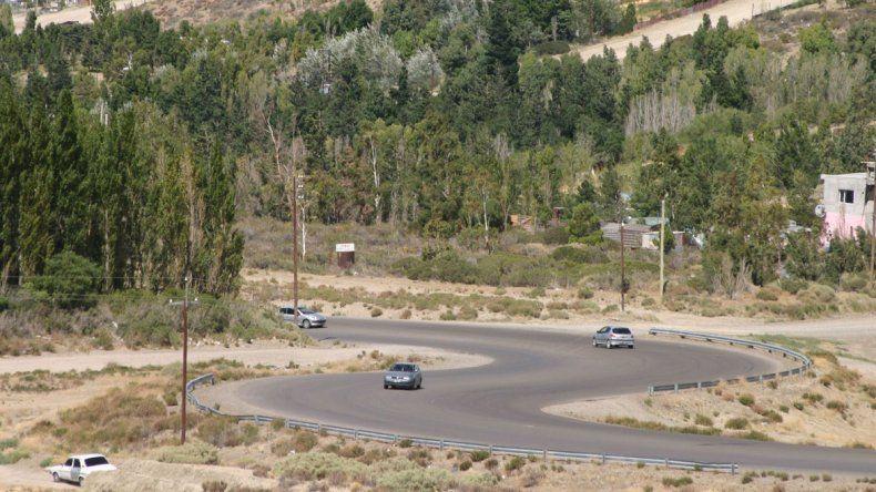 La policía motorizada puso a salvo a una mujer  que era golpeada en el camino Roque González