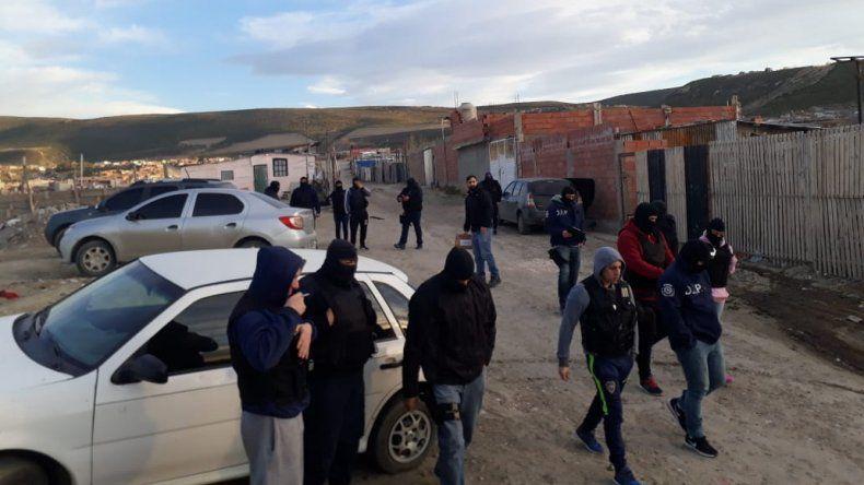 Allanamientos por robo armado a familia de zona de Quinta