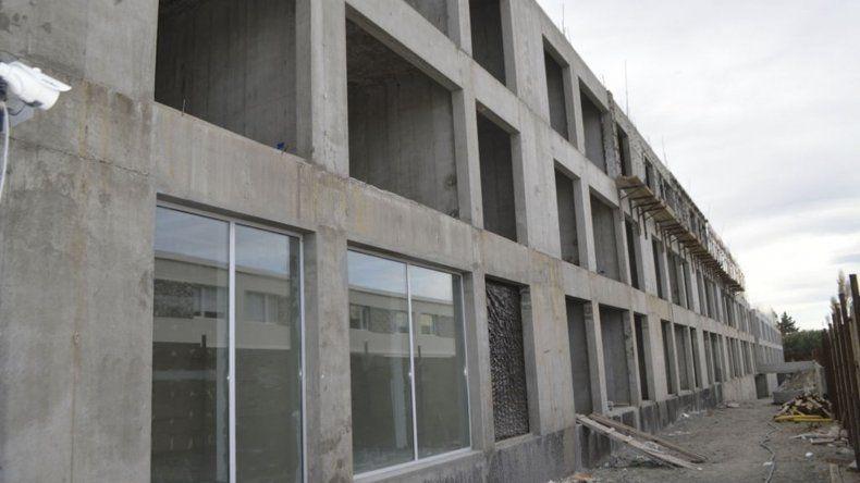 Los edificios que construye el sindicato de petroleros jerárquicos continúan a buen ritmo de obra.